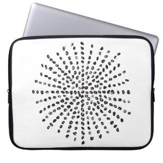 Moderne Schwarzweiss-Punkt-Explosion Laptopschutzhülle