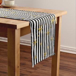 Moderne Streifen und Kurzer Tischläufer