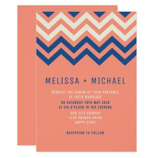 Moderne Zickzack Muster-Koralle und blaue Hochzeit Karte