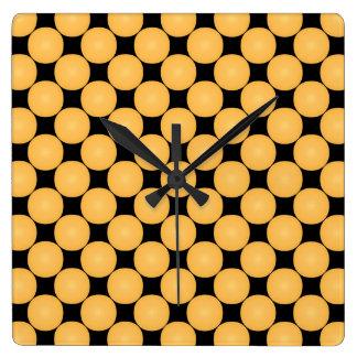 Moderner gelber Tupfen Quadratische Wanduhr