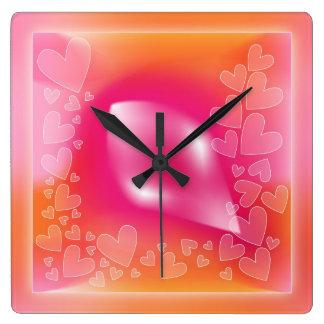 Moderner romantischer Herzentwurf Quadratische Wanduhr