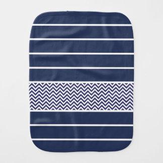 Modernes Marine-Blau-Weiß Stripes Zickzack Muster Baby Spucktuch