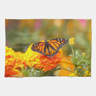 Monarch auf einer Ringelblume Küchentuch