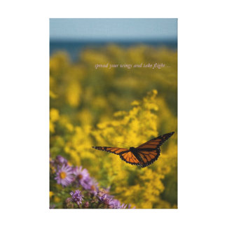 Monarch-Schmetterlings-Flug-wilder Blumen-Meadow Leinwanddruck