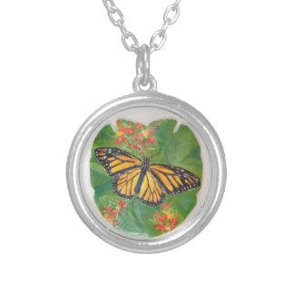 Monarchfalter auf Sand-Dollar-Halskette Versilberte Kette