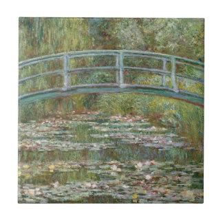 Monet Kunst-Brücke über einem Teich der Fliese