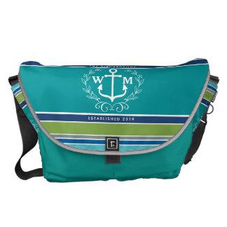 Monogramm-Anker-Lorbeer-Kranz Stripes Aqua Kurier Tasche