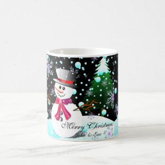 Monogramm der Schneemann-frohen Weihnachten Tasse
