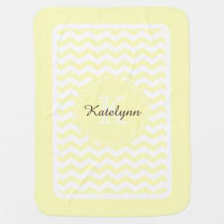 Monogramm-gelber Pastellzickzack-kundenspezifische Babydecken