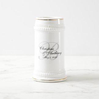 Monogramm-Hochzeits-kundenspezifisches Bierkrug