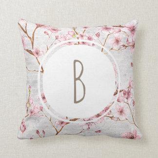 Monogramm-Kirschblüten Kissen