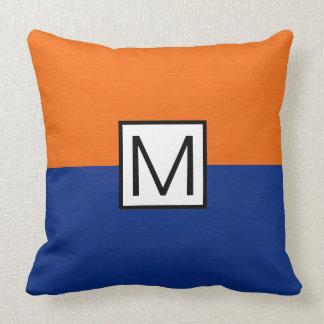 Monogramm-modernes dunkelblaues und orange kissen