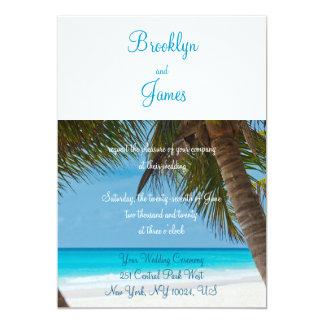 Monogramm-Palmen auf Strand-Hochzeits-Einladungen Karte