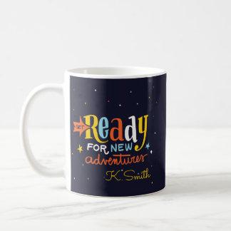 Monogramm. Positives Zitat. Bereiten Sie für neue Kaffeetasse
