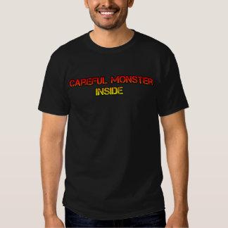 Monstre à l'intérieur de T-shirt