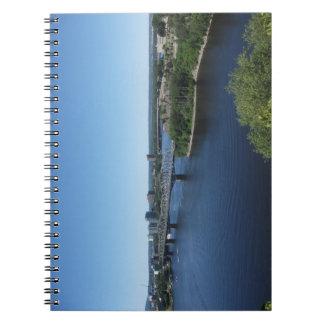 Montreal-Stadt-Fluss-Brücken-Notizbuch Spiral Notizblock