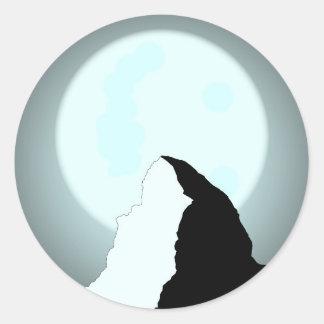 Moonlit Berg Runder Aufkleber