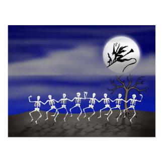 Moonlit Party-Szene Halloweens Postkarte