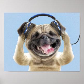 Mops mit Kopfhörern, Mops, Haustier Poster
