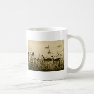 Morgen-helle kanadische Gans-Teich-Silhouette Kaffeetasse
