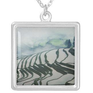 Morgen-Nebel über Reis-Feldern Versilberte Kette