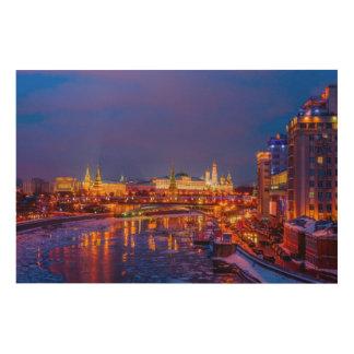 Moskau der Kreml belichtet Holzleinwand