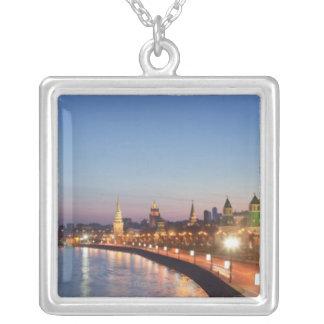 Moskau-Fluss an der Dämmerung Versilberte Kette