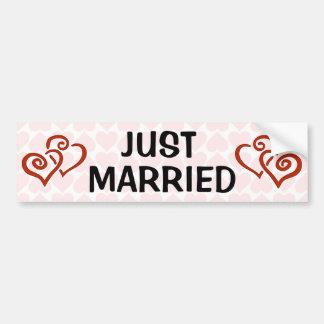 Motif entrelacé romantique de coeur juste marié autocollant de voiture