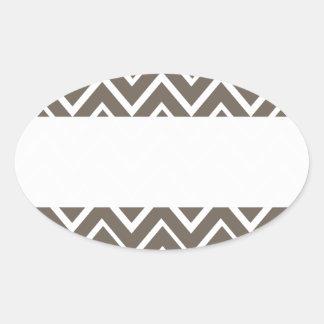 Motif lunatique gris de chevron de zigzag de Brown Autocollant Ovale