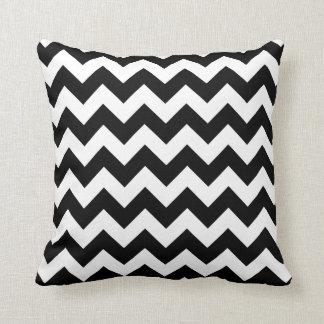 Motif noir et blanc de Chevron de zigzag Oreillers