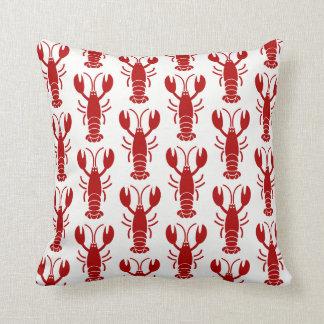Motif rouge de homard sur le carreau blanc oreiller