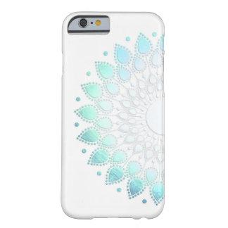 Motif vert bleu-clair élégant de fleur coque barely there iPhone 6
