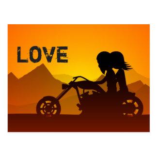 Motorrad-Paare LIEBE Berge Postkarte