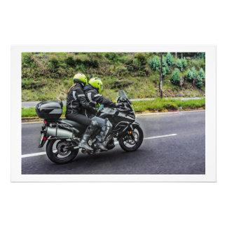 Motorrad-Reiter an der Allee Fotodruck