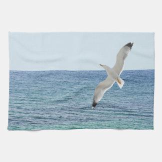 Mövenfliegen über einem Meer Geschirrtuch