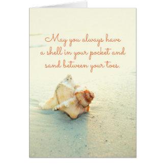 Muschel in Ihrem Taschen-Sand zwischen Zehen Karte