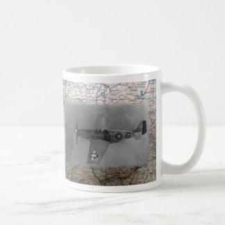 Mustang P51 über Karte WW2 Kaffeetasse