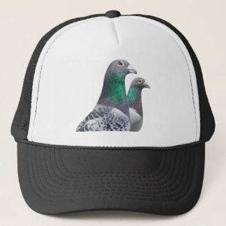 Mütze mit Duett der Brieftauben