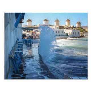 Mykonos Fotos: Windmühlen und eine Wassermasse Fotodruck