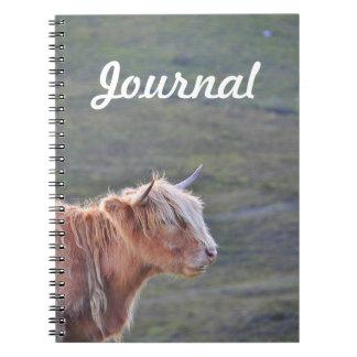 Nachdenkliche Kuh-lange blondes Notizblock