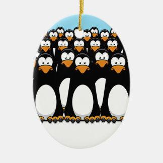 Nachdenkliche Pinguin-Armee Ovales Keramik Ornament
