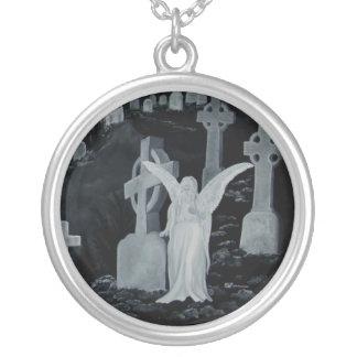 Nachts auf dem Friedhof - Engel Necklaces Versilberte Kette