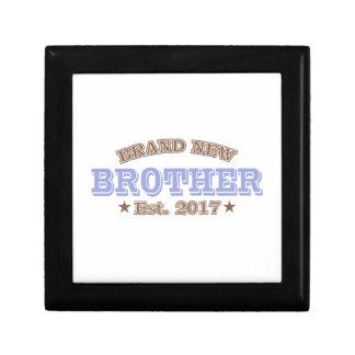 Nagelneuer Bruder Est. 2017 (lila) Erinnerungskiste