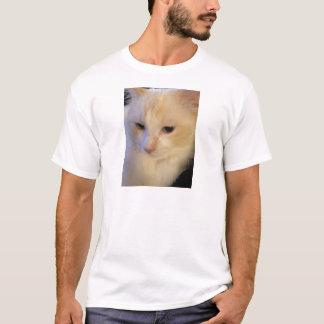 Nahe hohe rote Punkt Ragdoll Katze T-Shirt