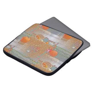 Nahtlose Kürbise auf Heuschober Laptopschutzhülle