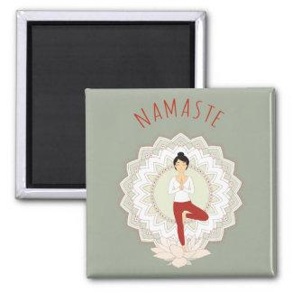 Namaste in der Baum-Pose - Yoga Asana Magnet