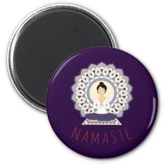 Namaste in der Lotos-Pose - Yoga Asana Runder Magnet 5,1 Cm