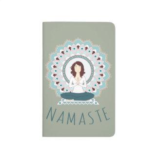 Namaste in der Lotos-Pose - Yoga Asana Taschennotizbuch