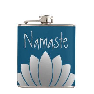 Namaste modernes Lotus mit Blumen Flachmann