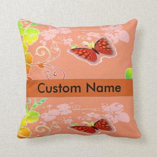 Name-/Hintergrundblumenschmetterlingskissen Kissen